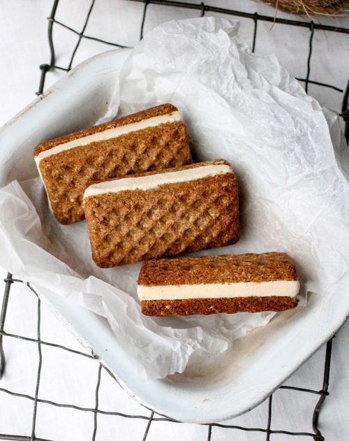 vanilla-bean-nutmeg-ice-cream-sandwiches